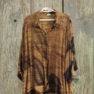 Good Earth leaf print button front tunic.